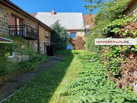 IMMOBERLIN.DE - Ansprechendes Mehrfamilienhaus mit Südgarten im Ortskern