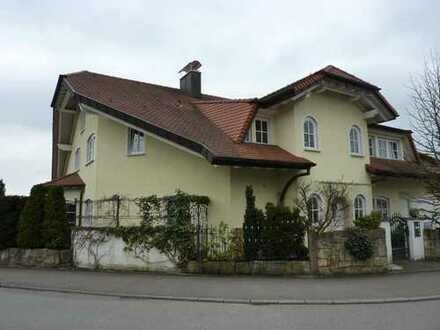 Generous, Huge 4 Bedroom Maisonette Apartment in a 2 Family House