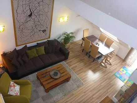 Lichtdurchflutete Maisonette Wohnung inkl. Küche, Carport und Balkon