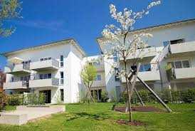 Anlageobjekt! Moderne, helle 2 Zimmer-Wohnung mit Süd-Balkon, Fahrstuhl und TG Platz!