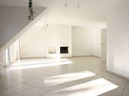 Helle, moderne Wohnung mit tollem Ausblick und gemütlichem Kamin