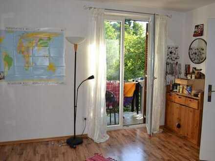 Schönes helles Zimmer in 4er WG