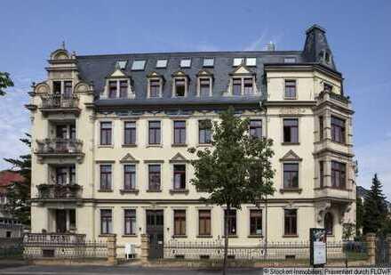 Sanierter Altbau - 4-Zimmer Wohnung mit Balkon & Parkett