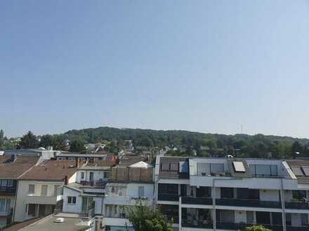 Exklusive, neuwertige 3-Zimmer-DG-Wohnung mit Balkon in Bonn