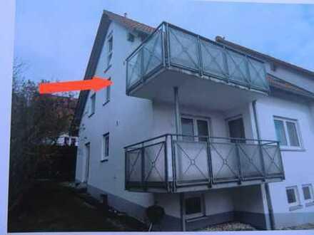 Gepflegte 3,5-Zimmer-DG-Wohnung mit Balkon und EBK in Altheim (Alb)