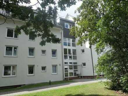 Attraktive Wohnung im 1. OG mit Süd- Balkon in grüner und zentraler Lage
