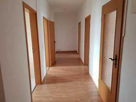 ~~ große helle 4 Zimmer Wohnung im Dachgeschoss ~~