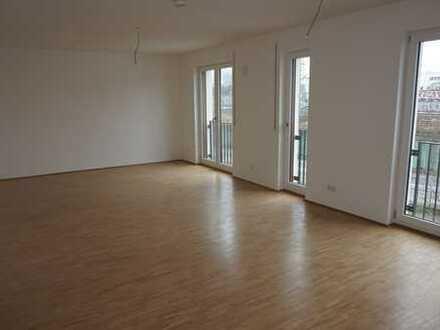 Erstbezug: Schicke 4-Zimmer-Wohnung mit Balkon und Loggia
