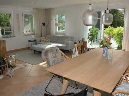 Lichtdurchflutete, großzügige 3-Zimmer-OG-Wohnung in idealer Lage auf der Wanne mit Blick ins