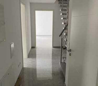 Erstbezug: freundliche 5-Zimmer-Maisonette-Wohnung mit Balkon in Ransbach