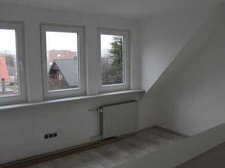 Erstbezug nach Sanierung mit EBK: zentrale 2-Zimmer-Dachgeschosswohnung in Paderborn