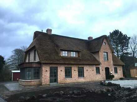 Neubau! Besonderes Reetdachhaus in beliebter Wohnlage!