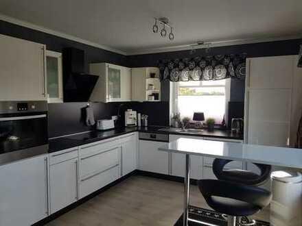 Neuwertige 4-Zimmer-Wohnung mit Balkon und EBK in Achim-Uphusen