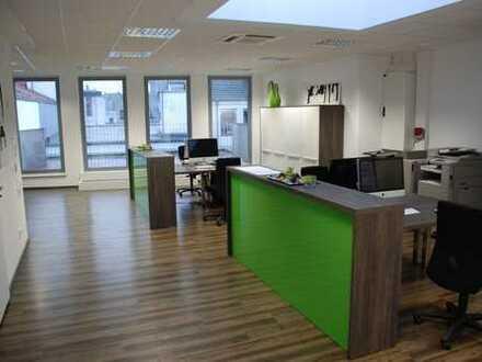 Hochwertiges Büro-Penthouse direkt in der Innenstadt, mit Loggia und Dachterrasse