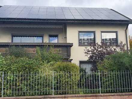 Exklusives Zweifamilienhaus zur Miete! Neustadt b. Coburg. Mit 2 Balkonen, Garten, 2 Garagen usw...
