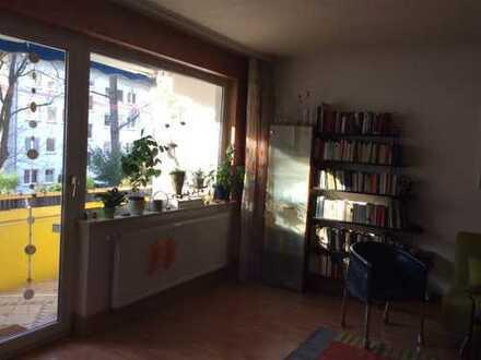 Helle 5-Zimmer-Wohnung mit 2 Balkonen und Einbauküche in Frankfurt am Main
