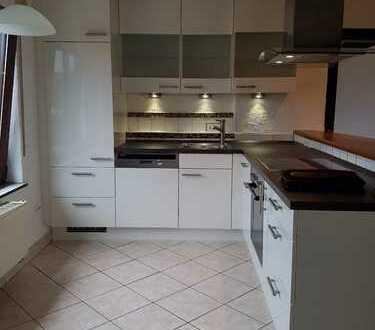 **Schöne zentral gelegene 3ZKB-Whg. mit Balkon und Einbauküche**