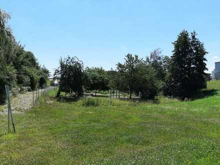 Großes Grundstück mit Bien-Zenker Haus zu verkaufen