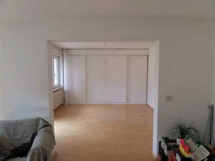 7 geräumige Zimmer verteilt auf zwei Wohnungen nebeneinander! Perfekt für Familien!
