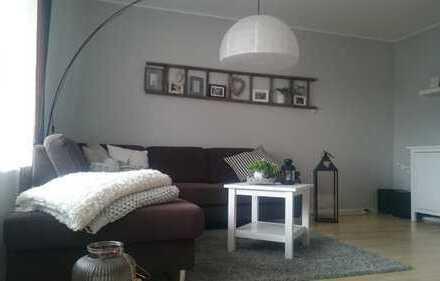 Freundliche 2-Zimmer-Wohnung mit Balkon und EBK in Steinen