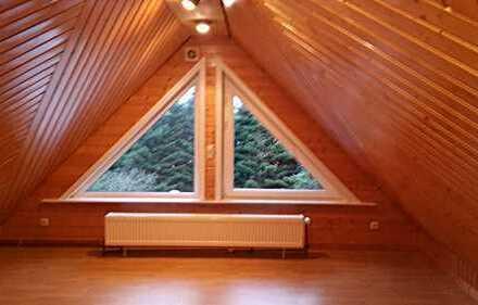 Wunderschöne 2,5-Zimmer-DG-Wohnung mit 2 Balkonen und Einbauküche in NeumünsterFaldera