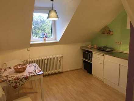 Attraktive 2,5-Zimmer-Dachgeschosswohnung mit Einbauküche in Bonn