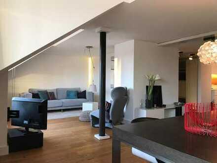 Exklusive 80qm DG-Wohnung mit Loggia und Skylineblick in der Nähe von der alten Oper/Welle