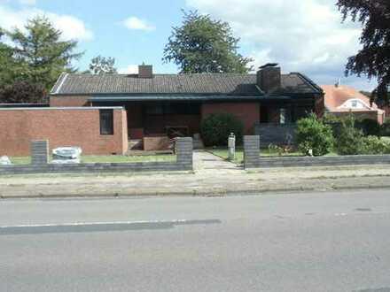 Gepflegtes Einfamilienhaus mit Doppelgarage und Kamin