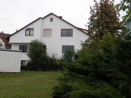 Gepflegte 3-Zimmer-DG-Wohnung mit Balkon und Einbauküche in Ammerbuch-Entringen