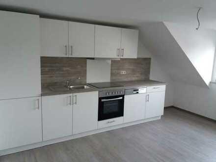 Erstbezug nach Sanierung: exklusive 3,5-Zimmer-DG-Wohnung mit EBK in Ulm (Weststadt)