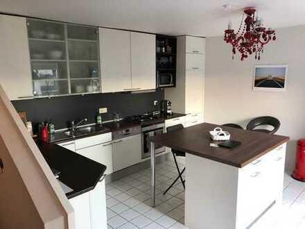 4-Zimmer-DG-Wohnung mit Balkon und Einbauküche in der Parkstraße