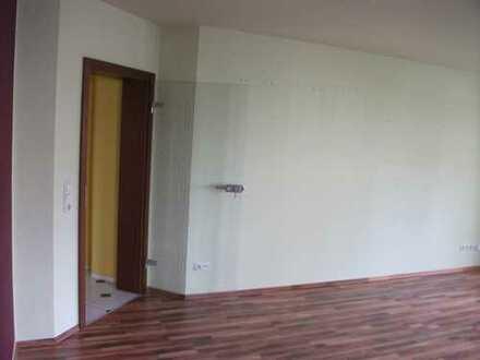Grosszügig ! EG- Wohnung mit Balkon, in grüner Lage