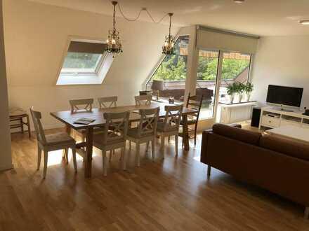Vollständig renovierte DG-Wohnung mit viereinhalb Zimmern sowie Balkon und Einbauküche in Ostrach