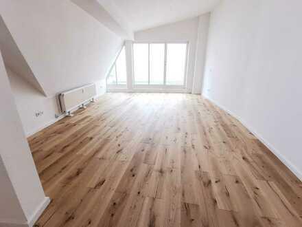 frisch renoviertes Dachgeschoss im Florapark - frei ab sofort!