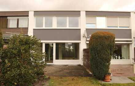 Komplett neu renoviertes Wohnen auf 2 Ebenen mit Hobbyraum im UG, neuer EBK und Garage in Kuppingen