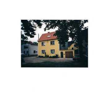 Gepflegte 2-Zimmer-Dachgeschosswohnung mit EBK in Landsberg-Gollma