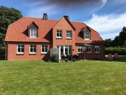 Hochwertige Doppelhaushälfte in Niesgrau! Nur 3 Km zur Ostsee! Alleinlage mit wunderschönem Garten