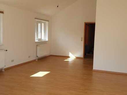 Neuwertige Wohnung mit zwei Zimmern sowie Dachterrasse und EBK in Bruchhausen-Vilsen