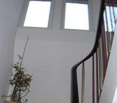 2- Zi.- Dachgeschoßwohnung* Ostviertel * 49 qm *