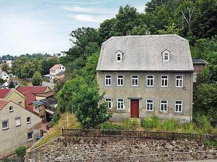Online.Auktion: Mehrfamilienhaus nahe des Marktes - leer stehend