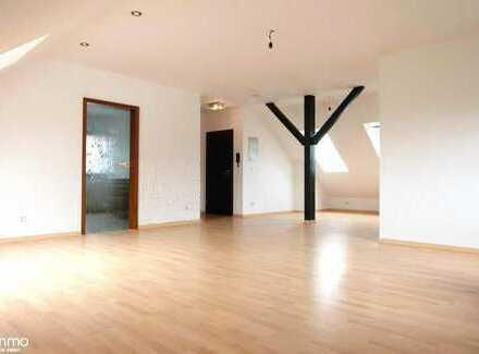 On Top: Lichtdurchflutete Dachgeschoss-Wohnung im gepflegten Haus in Leverkusen-Bürrig
