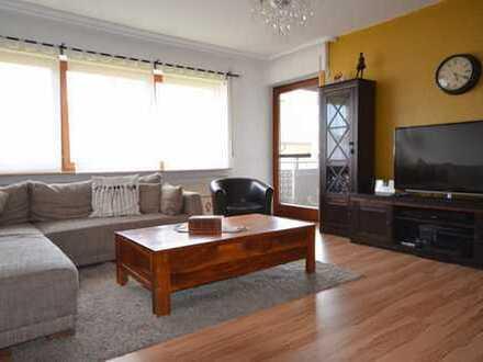 Helle und gut geschnittene 4 Zimmer Wohnung mit Balkon und Garage in Darmsheim