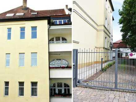 Helle Dachgeschoss Whg. auf zwei Ebenen mit Parkett, Einbauküche, Balkon, 2 Bäder, SP mgl.