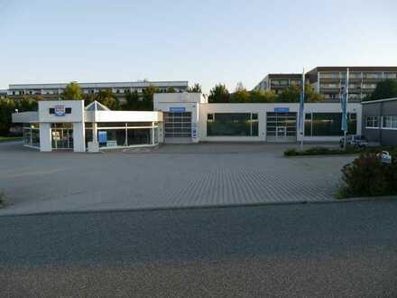 Modernes Autohaus mit Werkstatt und Nebengebäuden