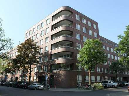 Bankstraße / Golzheimer Höfe: Helle 4-Zimmer-Wohnung mit großem Balkon