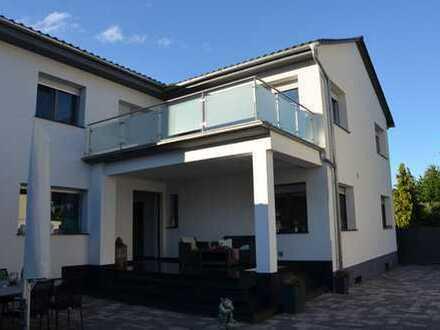 Schönes, geräumiges Haus mit acht Zimmern in Alzey-Worms (Kreis), Gau-Weinheim von Privat