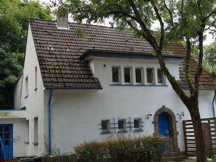 großes Einfamilienhaus mit Charme in idyllischer Lage