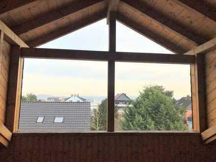 *Tolle 3 ZKB Dachgeschosswohnung im 3 Familienhaus mit Stellplatz*