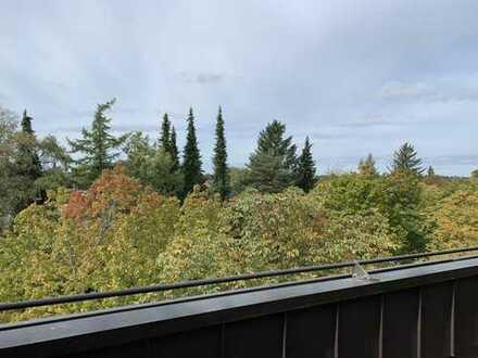 Exklusive, vollständig renovierte 4-Zimmer-DG-Wohnung mit Balkon in Unterhaching. Privat an Privat