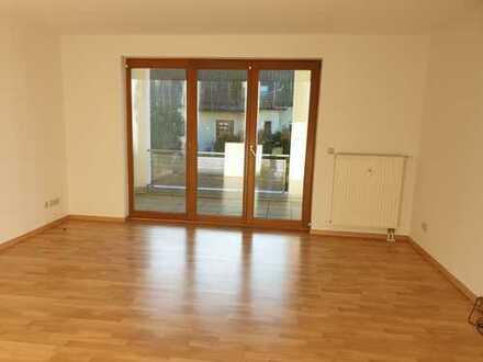 Lichtdurchflutete Whg. im 1. OG mit XXL Balkon + Küche mit Fenster - 2 Stellplätze mgl.